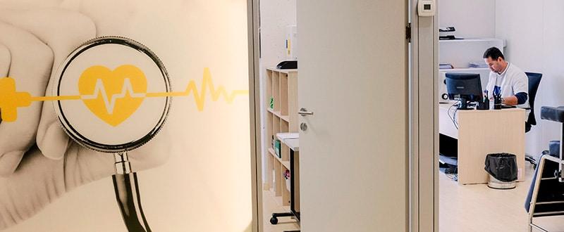 Entrada a la sala de reconocimientos médicos